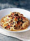 Spaghetti mit Miesmuschel-Tomaten-Sauce