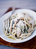 Spaghettis with zucchinis and parmesan
