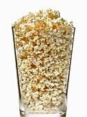 Popcorn in einem grossen Glass