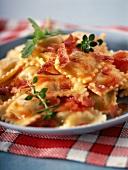 Ravioli in Tomaten-Schinken-Soße