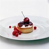 Faisselle and cherry jam tartlet