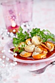 Roast scallops with herbs and caramel sauce