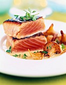 Thick pieces of grilled salmon with chanterelles