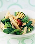 Sautiertes Geflügel mit grünem Gemüse