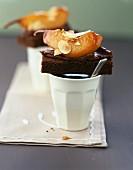 Schokoladenküchlein mit geschmorter Birne