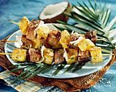 Thunfischspiess mit Ananas und Kokosnuss