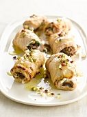 Rolled turkey breasts filled with lentils and pistachios