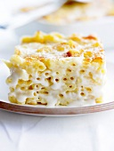 Macaronis cheese-topped dish
