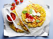 Muschelnudel-Küchlein mit Schinken und Tomatensoße