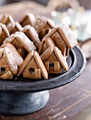 Small home-shaped cookies