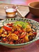 Chicken with honey, tomato and almonds