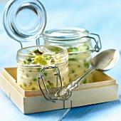 Erbsen-Ackerbohnen-Clafoutis in kleinen Bügelgläsern
