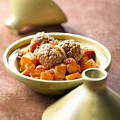 Lamm-Tajine mit Kurkuma-Lammbällchen und Süsskartoffeln