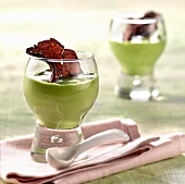 Cream of spinach with beetroot crisps