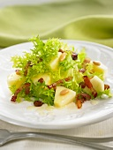 Curly endive, apple and raisin salad