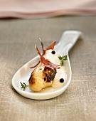 Amuse Gueule mit weißem Spargel in Cremesauce