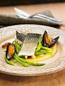 Cream of chickpeas, mussels and bass
