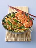 Shrimp brochettes with vegetables