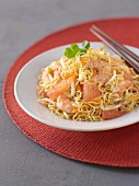 Noodle, shrimp and grapefruit salad