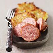 Saucisse de Morteau (Geräucherte Rohwurst) mit Rösti