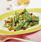 Cooked mangetout peas with peanuts