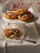 Almond-flavored and apple tartlets