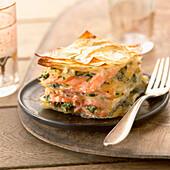 Baklava mit Lachs und Spinat