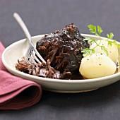 Geschmortes Rindfleisch aus dem Bourbonnais