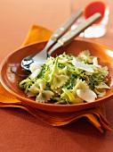 Farfalle mit Zucchinisauce und Parmesan