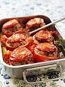 Gefüllte Tomaten mit Rinderhack und Zucchini