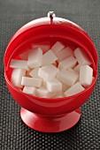 Zuckerdose mit Zuckerwürfeln
