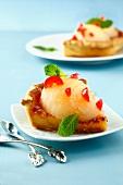 Französische Mandel-Tarte mit Birne und kandierten Kirschen