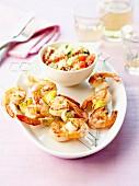Garnelenspiesse mit Knoblauch und Zitrone und Taboulé