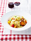 Tagliatelles with three-colored cherry tomatoes and basil