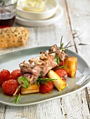 Horse meat brochettewith tomatoes and Calcots