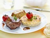 Zwei Sorten Fleisch mit Parmesan-Polenta