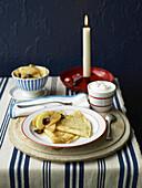 Pfannkuchen mit Birnen und Backpflaumen