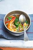 Garnelensuppe mit Gemüse, Reis und Curry
