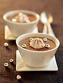 Schokoladenmousse mit Nuss-Nugat