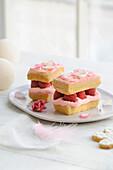 Individual raspberry log cakes