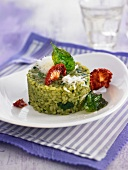 Spinach risotto with sun-dried tomatoes and manchego