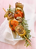 Beef, tomato, green pepper and rosemary skewers