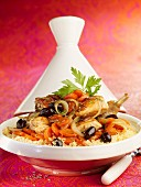 Hähnchen-Tajine mit Karotten und Oliven