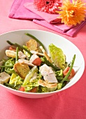 Chicken and green bean salad with croutons