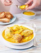 Safran-Kartoffelsuppe mit Red Snapper und Dorade