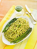Spaghetti with asparagus and parsley sauce
