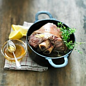 Knuckle of pork with honey and lemon