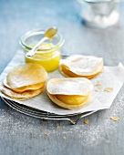 Crispy lemon curd delicacies