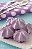 Small blueberry meringues
