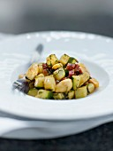 Pan-fried zucchinis, almonds and chorizo with curry and mint